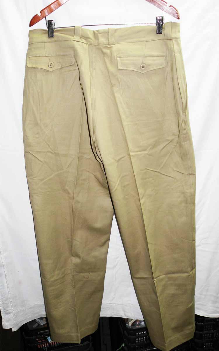 http://www.nuggetsfactory.com/EURO/militaria/uniforme%20coiffe%20et%20casque/170%20uniforme%20a.jpg
