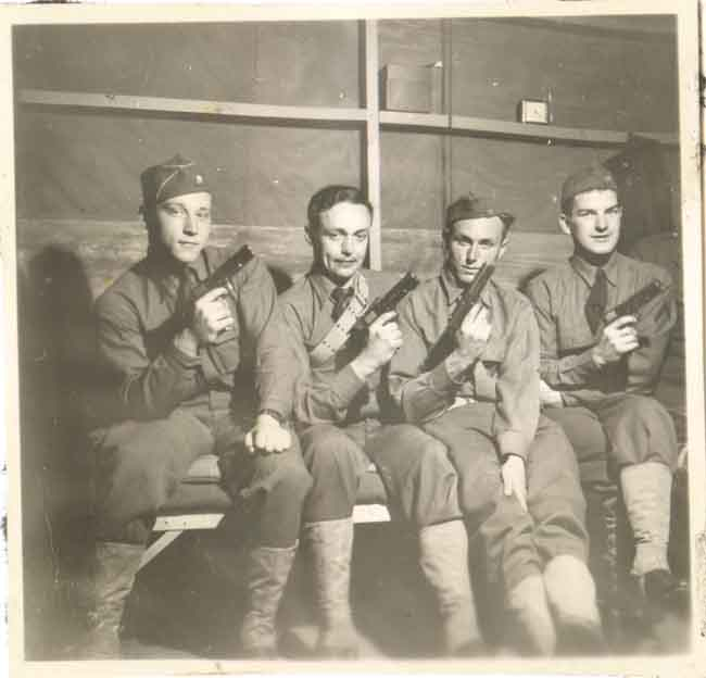https://www.nuggetsfactory.com/EURO/militaria/Photo/photo%201/106%20photo%20militaria.jpg