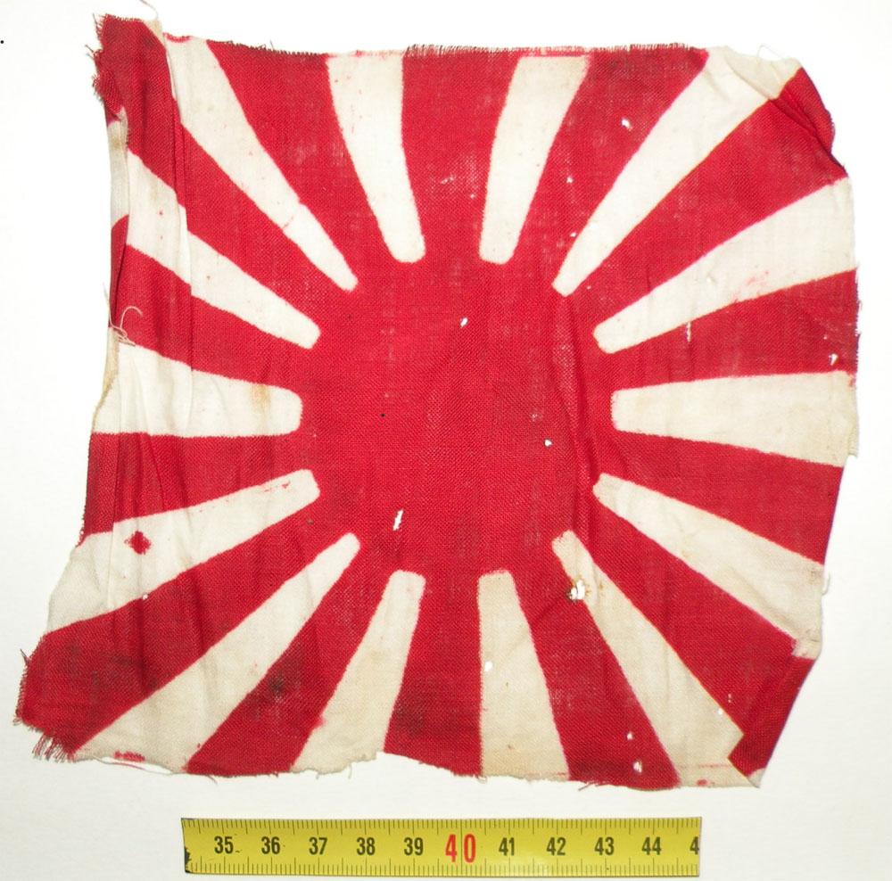 https://www.nuggetsfactory.com/EURO/militaria/flag/1%20flag%20a.jpg