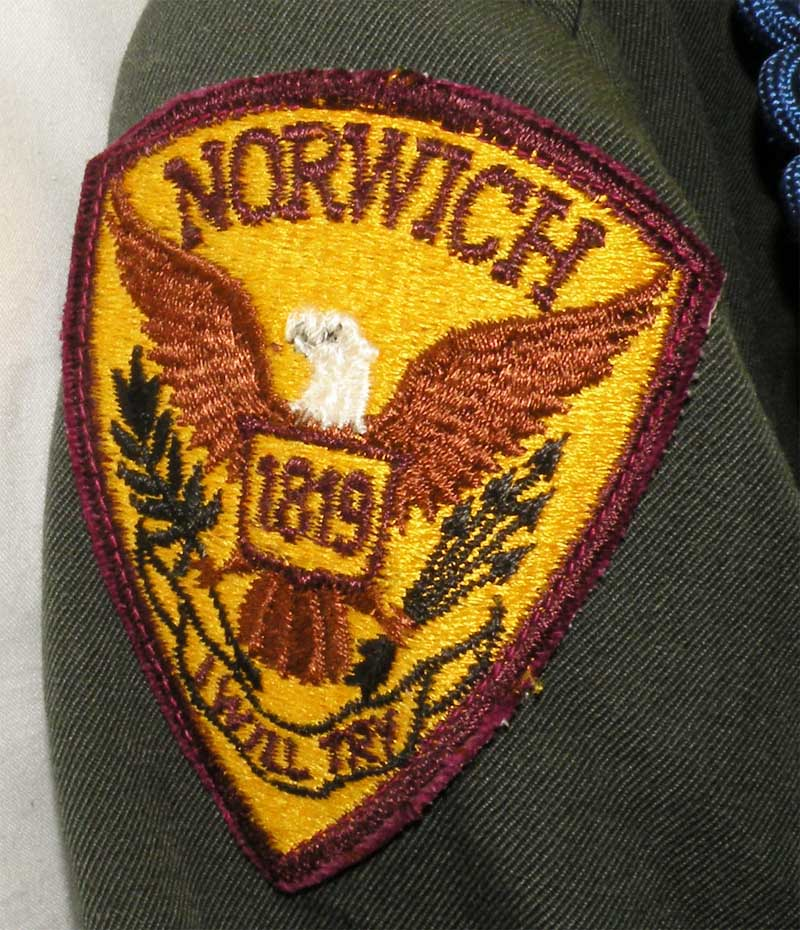 https://www.nuggetsfactory.com/EURO/militaria/uniforme%20coiffe%20et%20casque/3%20uniforme%20c.jpg
